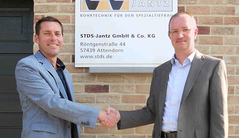 Peter Jantz (right), Managing Director STDS - Jantz, and Marnik Janssens (left), Sales Manager STDS - Jantz (Belgium) place particular emphasis on customer contact
