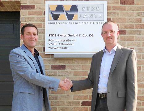 Auf Kundennähe legen Peter Jantz (rechts), Geschäftsführer STDS-Jantz, und Marnik Janssens (links), Vertriebsleiter STDS-Jantz (Belgien), besonderen Wert.